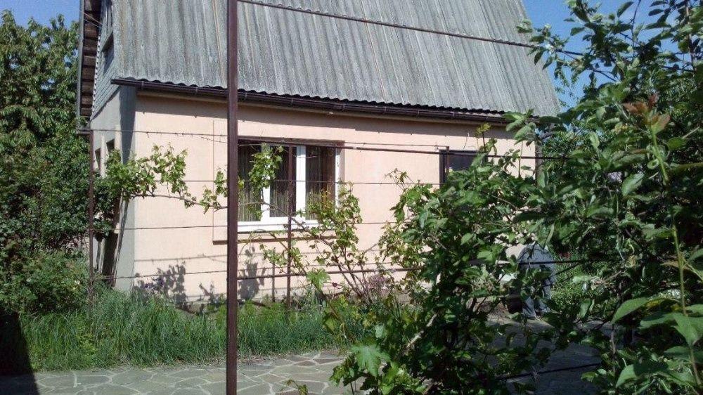Продам двухэтажный дом с земельным участком