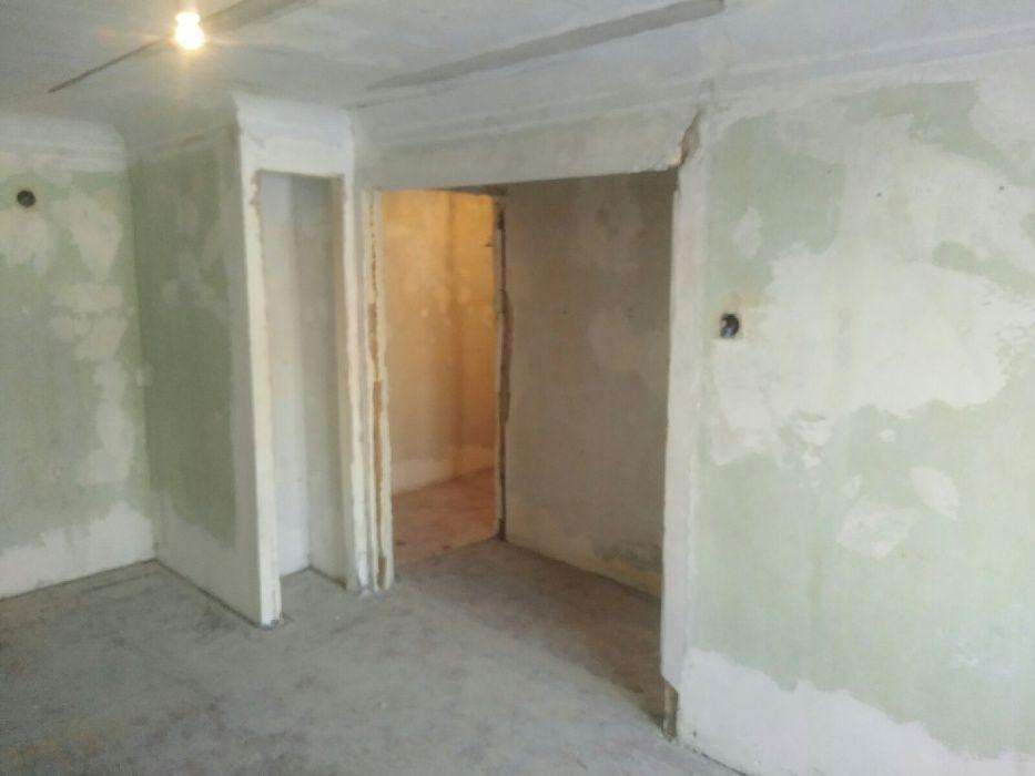 1комнатная квартира в центре под ремонт.
